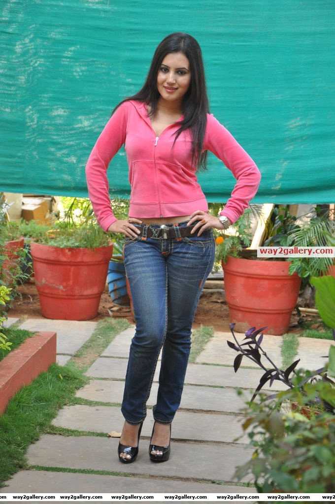 Anu smruthi stills