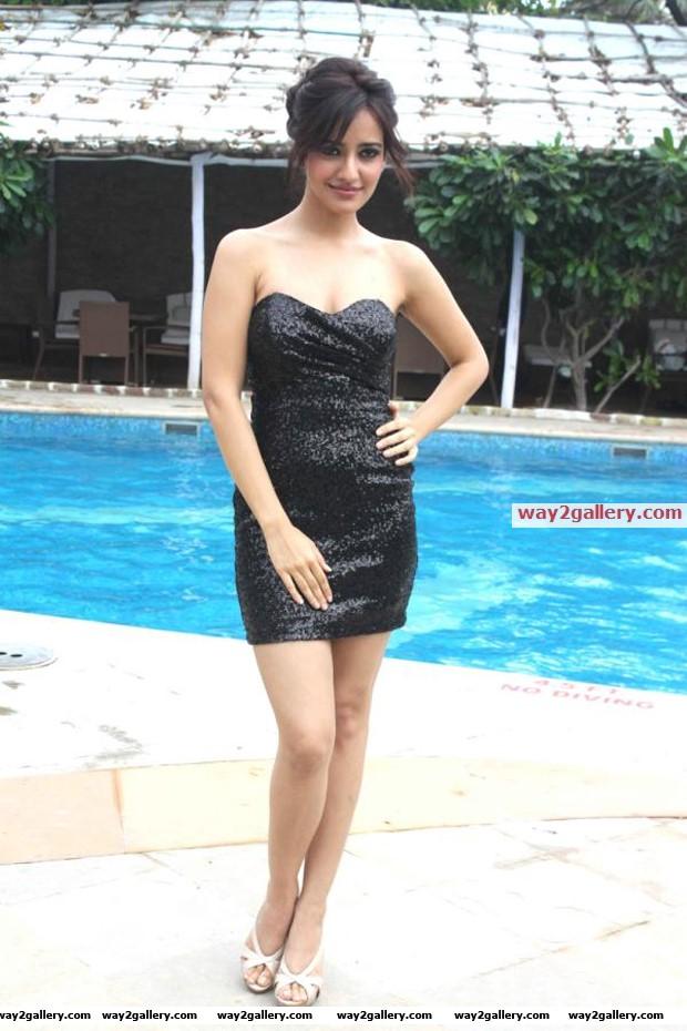 Neha sharma latest hot pics