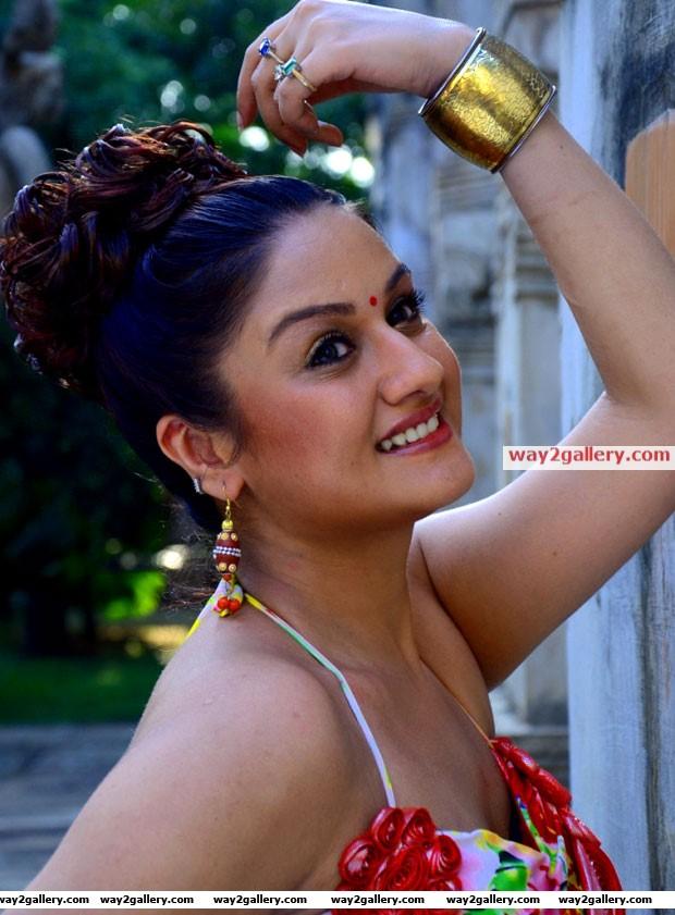 Sonia agarwal in kathanayaki movie hot pics