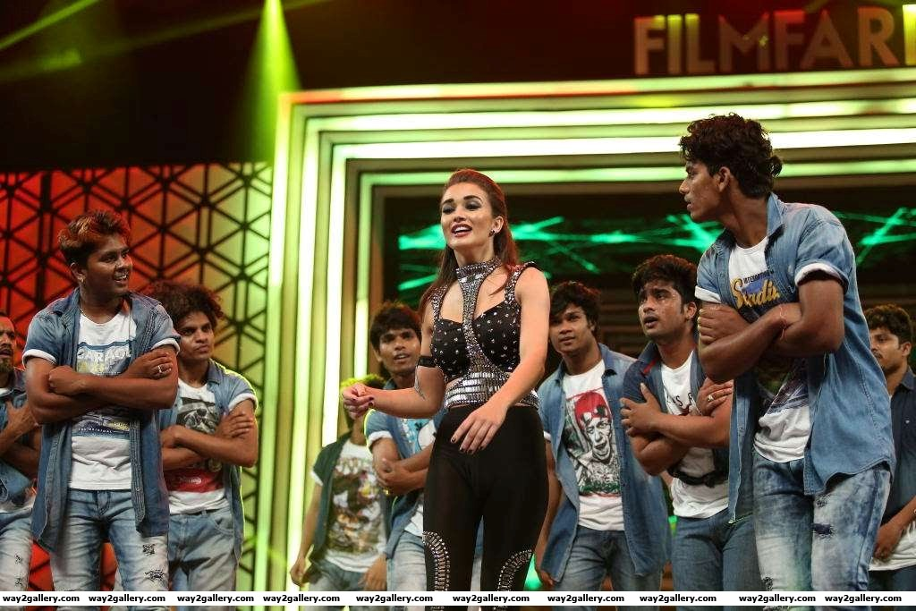 Amy jackson performed during rd filmfare awards south
