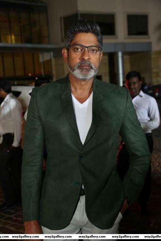 Jagapati babu descended at rd filmfare awards south