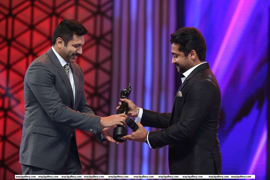 Jayam ravi collected the critics best actor  tamil award for his performance in thani oruvan