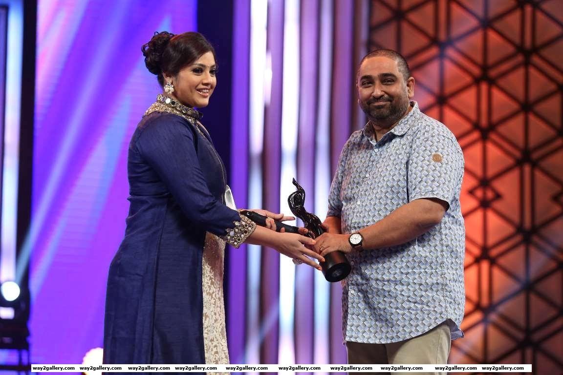 Meena presented the best music director  malayalam award to m jayachandran