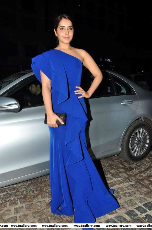 Raashi khanna stood out in a oneshouldered gauri and nainika gown at rd filmfare awards south