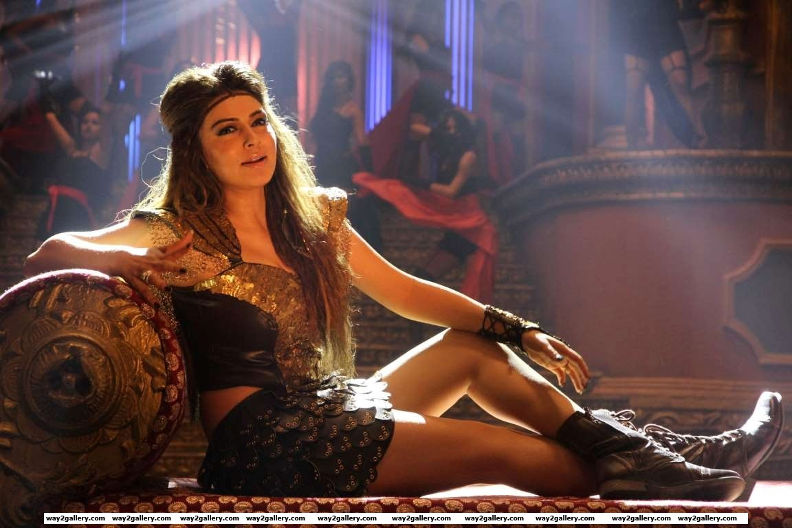 Hansika was most recently seen in Aranmanai and Manithan and is awaiting the release of films such as Uyire Uyire and Bogan