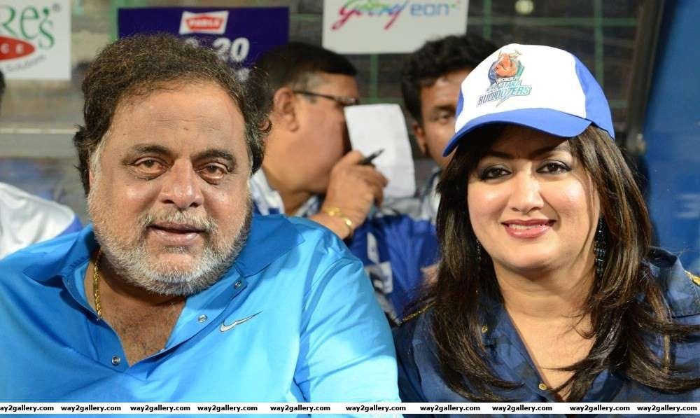 Kannada superstar Ambareesh tied the knot with Sumalatha on December The duo have shared screen space in Avatara Purusha Kallarali Hoovagi Ambareesha and Sri Manjunath