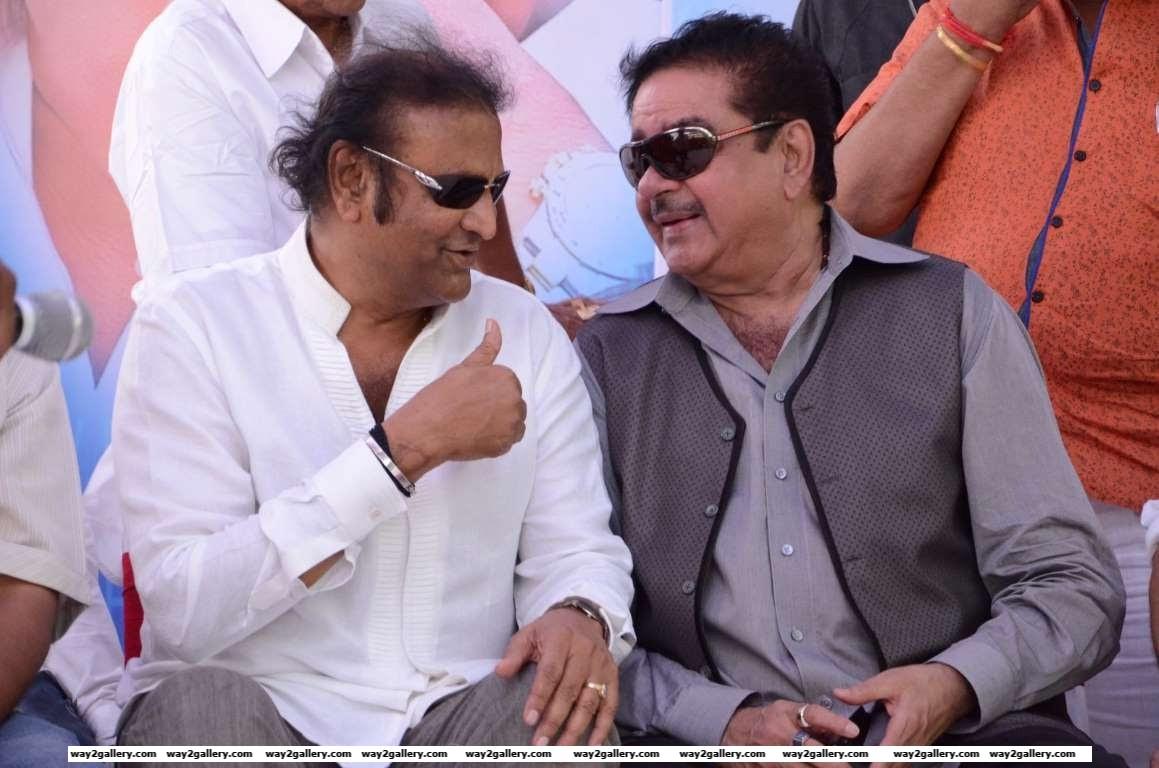 Mohan Babu in conversation with Shatrughan Sinha during Dasari Narayana Raos birthday celebrations