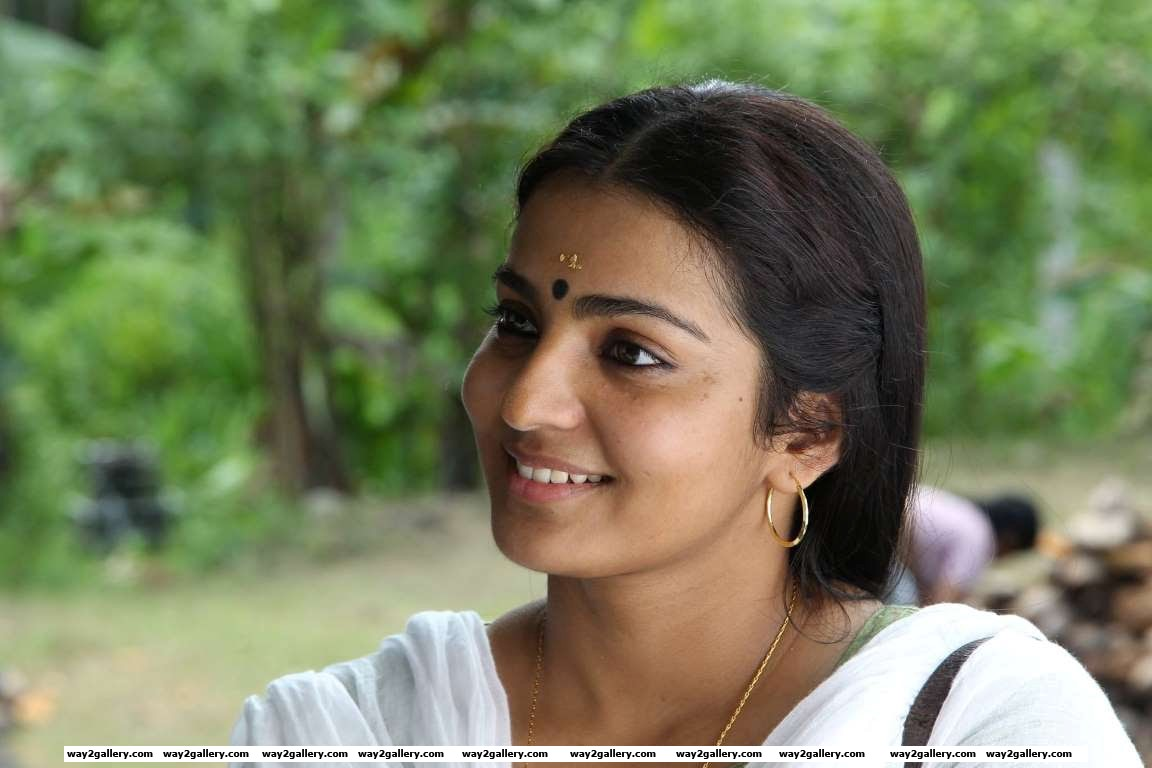 Parvathy who won a Filmfare and Vijay Best Actress award for her first Tamil film Poo has gone on to win awards for films like Maryan Bangalore Days Ennu Ninte Moideen and Charlie