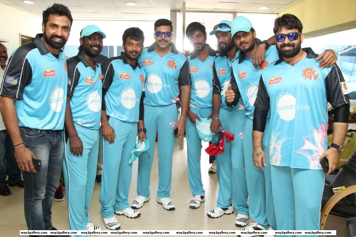 The Nellai Dragons led by Jayam Ravi pose for photographers