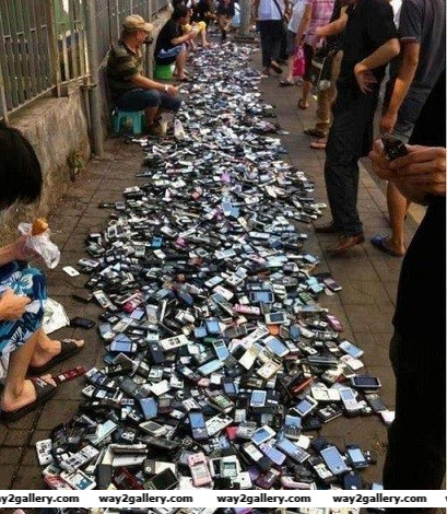 Amazing pics amazing pictures amazing photos cellphone market in china china cellphone market cellphone bazaar smartphone market smartphones